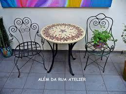 Resultado de imagem para Modelo de jardins pequenos com  2 cadeirasn brancas e…
