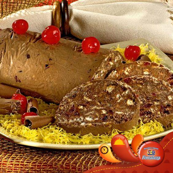 fatia crocante de chocolate e frutas, sobremesa