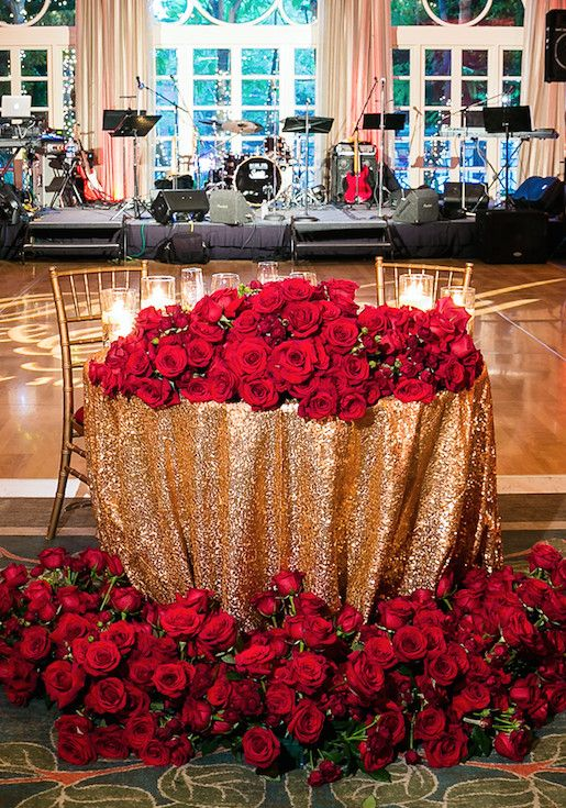 Red And Gold Wedding Decoration Elegant Romantic Wedding Filled With Red Roses And Gold Details In 2020 Red Rose Wedding Gold Wedding Decorations Wedding Decorations