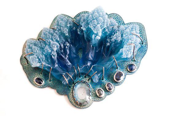 Barbara Paganin. Brooch: Rami blu, 2016. Oxidized silver, polymathy methacrylate, sapphires, aquamarine. Photo by: Ohmyblue.