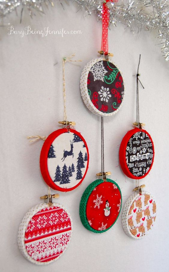 Easy Mini Hoop Christmas Ornaments - BusyBeingJennifer.com #TriplePFeatures