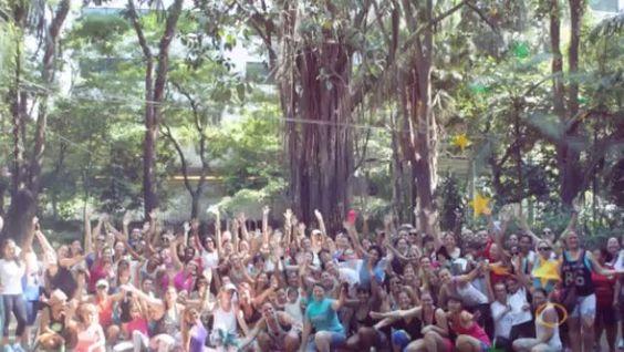 Vídeo da aula gratuita de Zumba Fitness de 17/01/15 no Parque Lina e Paulo Raia - um FIT CAMP Herbalife do bem, com muita gente descontraída e animada se exercitando, aliviando o estresse e queimando muitas calorias de uma forma divertida e saudável. Participe: https://www.facebook.com/vidaativaesaudavel