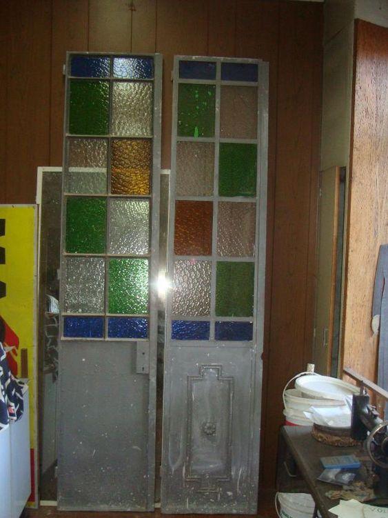 Puertas antiguas de madera con vidrios de colores buscar for Vidrios para puertas de madera