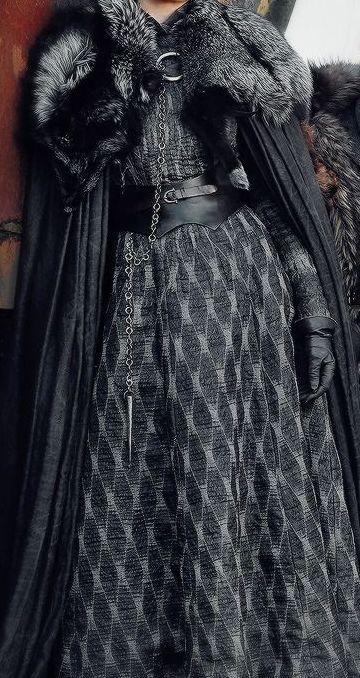 Sansa robe grise