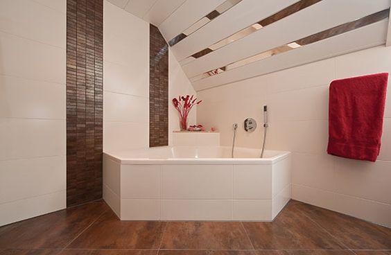 Sealskin badkamer, met Sealskin Senso bad (foto: Aqualux Den Helder ...