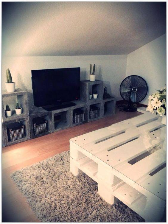 table faite avec 2 palettes et meuble tv en blocs de b ton de chantier que pensez vous de cette. Black Bedroom Furniture Sets. Home Design Ideas