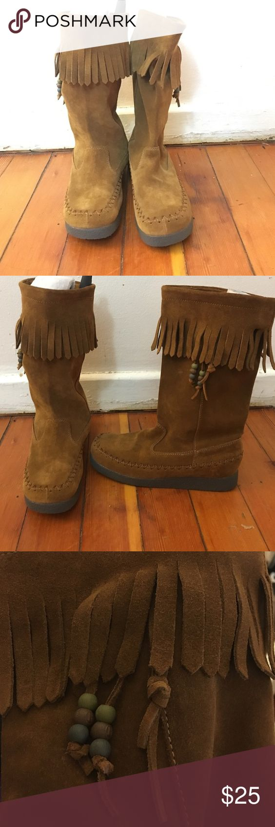 😍Report Brown Fringe Boots size 6.5 like New 💥🔥 Like new, no tags. Report Brown Fringe Boots size 6.5 great pair! Report Shoes Moccasins