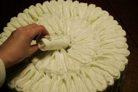 Diaper Cake DIY for my pregnant friends :)