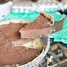 Oh. My. Goodness. Kill me now before I make this recipe and eat the entire thing. Ultimate Chocolate Fudge Pie. Vegan. 7 SIMPLE ingredients. 5 minutes to make. 150 calories a slice. 150?! There're more calories than that in TWO itty bitty Oreos! 150 calories, 6 grams fat, and 2.5 grams protein in each slice. How's that for 'healthy' dessert?!