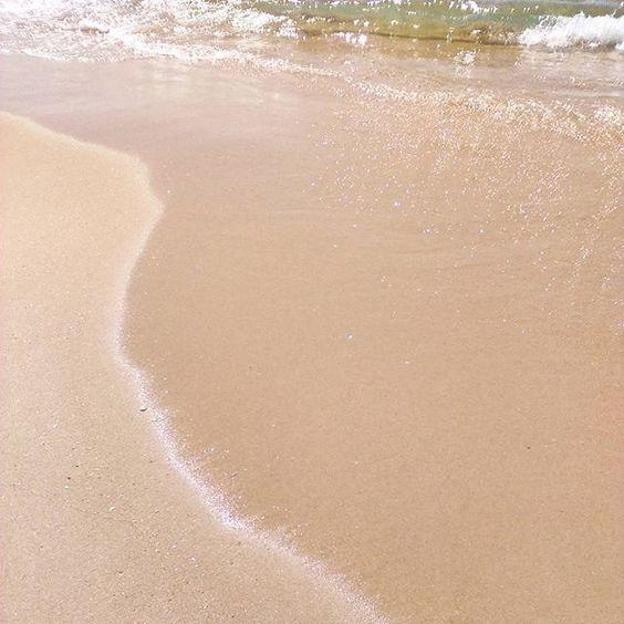 """Um dia aos """"esses"""", cheia de saudades disto 💦 #praiaplease #respirafundoecontinua #areiaquebrilha #reflexosnaareia #verão #summer #summertime #summerholidays2016 #hotsummer #sunnydays #p3top #peoplecreative #fériasgrandes #august2016 #agosto2016 #beutifuldays💞"""