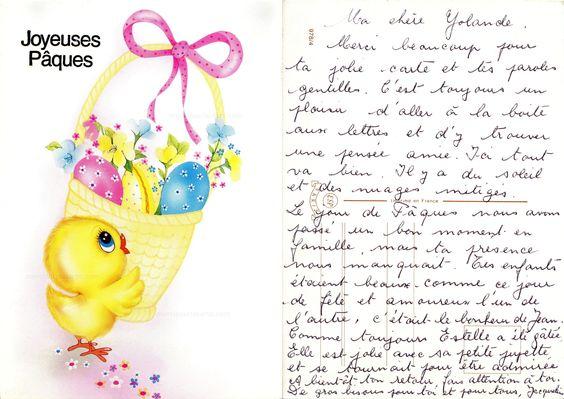 Joyeuses Pâques - Poussin devant un panier avec trois gros œufs colorés, des primevères, un ruban sur l'anse (from http://mercipourlacarte.com/picture?/1721/)