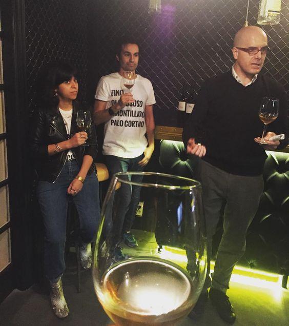Alberto Fernández de Asturianos y Equipo Navazos con @getinmybellyyyyy y @robertocastan. Comienza SHERRY SALON a lo grande. Un proyecto de @vermuteriapopup  by dmoralejo