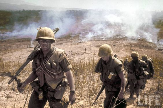 © Larry Burrows 1968 US soldiers, Vietnam: