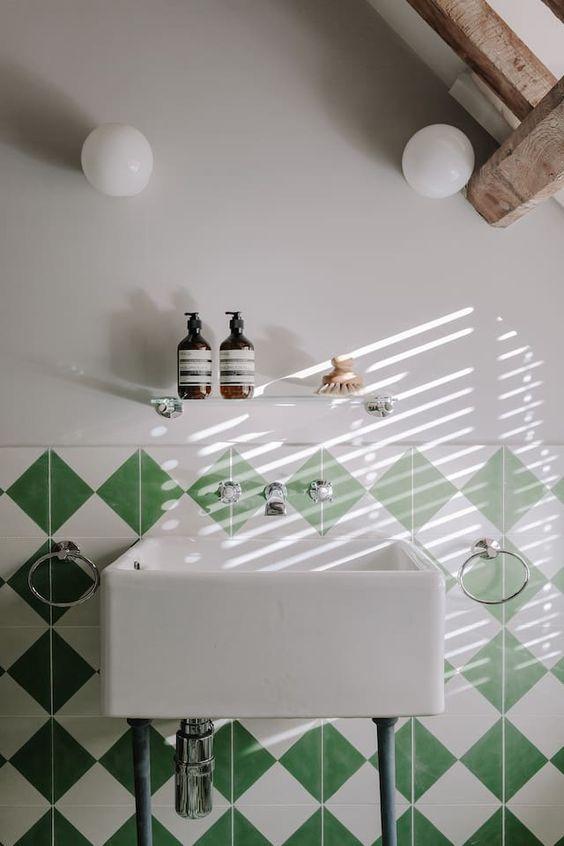 Pin By M I C H E L L E On Vert With Images Modern Bathroom