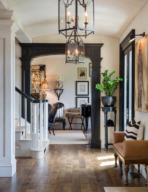 Dark moulding around the doorway Joy Tribout Interior Design: