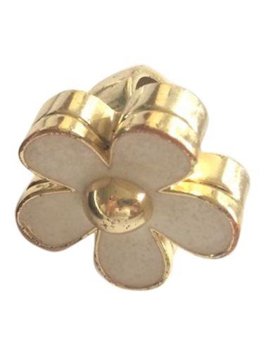 Daisy Ring von Marc Jacobs mit Parfümcreme.  Dieser schöne Ring hat innen Parfümcreme und ist der perfekte Begleiter.   Er hat schon einige Gebrauchsspuren, hat aber noch Parfümcreme.  Mit original Staubbeutel. - gesehen bei GLAMLOOP.com
