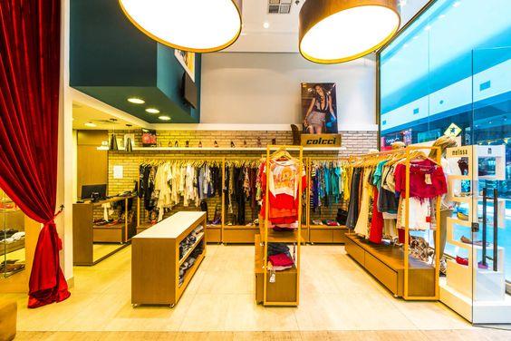 Encontre as melhores ideias e inspirações para casa. Loja Rouparia Mauá Shopping por Enzo Sobocinski Arquitetura & Interiores | homify