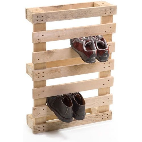 Um projeto super simples para fazer um porta sapatos com um pálete. via http://rodrigobarba.com/blog/