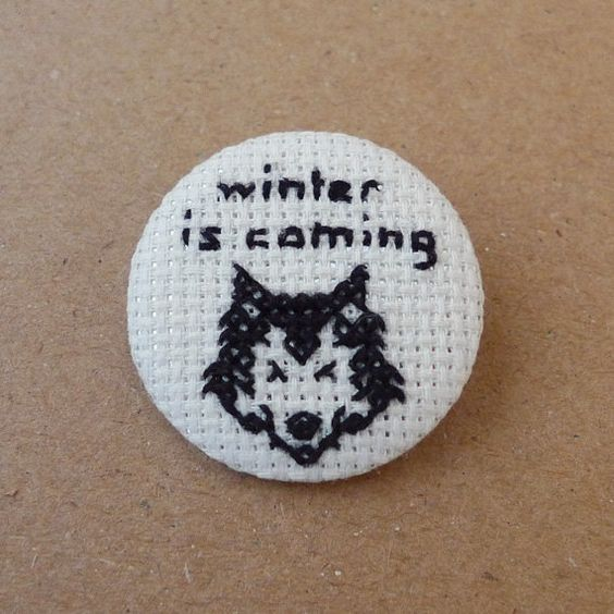 Game of Thrones - Winter is coming - Cross stitch 35mm pinback button - Embroidered geek brooch - www.petipoaneedlecraft.com