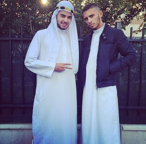 Image via We Heart It #chocolat #dine #Habit #islam #jeune #muslim #salat #classe #musulman #mosquee #mev #rebeů #peufra