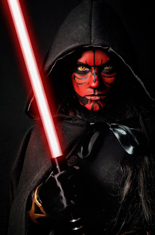 Laurie Foster als Darth Maul / This costume effect idea pairs best with Maul or Fire Eye FX contacts => https://www.pinterest.com/pin/350717889711762792/