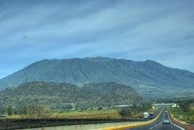 """Vista del Volcán """"El Ceboruco"""" desde la Autopista: Guadalajara - Tepic"""