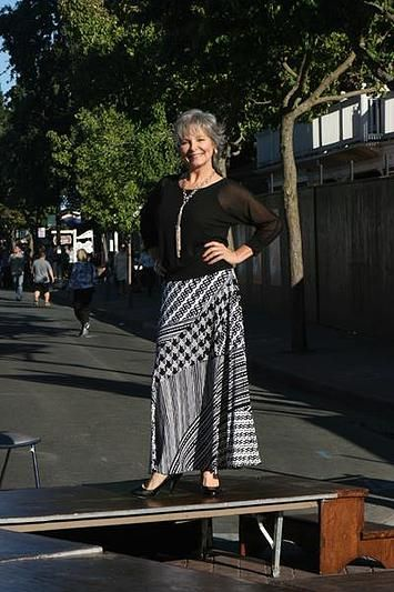 FASHION OVER FIFTY   STREEY STYLE