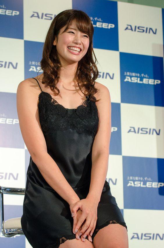 ASLEEP新商品発表会に稲村亜美が登壇(2016年11月2日)
