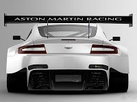 MULHERES X CARROS: Aston Martin Vantage GT3