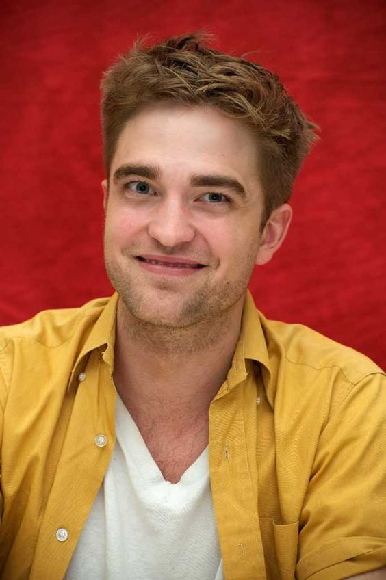 Robert Pattinson na conferência de Eclipse em julho de 2010....no melhor estilo caras e bocas