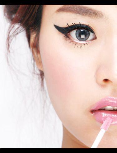Wing: Halloween Costume, Cat Eyes, Eye Contact, Cateye, Hair Style, Cat Eye Makeup, Winged Eyeliner, Big Eye, Eyes Lips