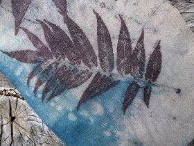 Wolle Natur Farben : Eco Print auf handgewebtem Leinen - mit Indigo gefärbt