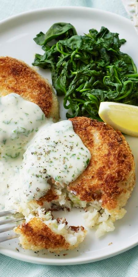 Fish cakes with parsley sauce