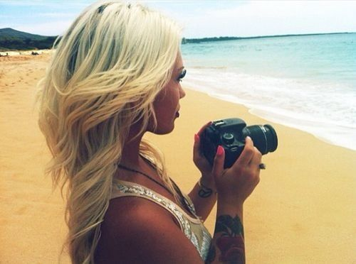 Hair, the beach, her tattoos and the camera! All in one. My fav!