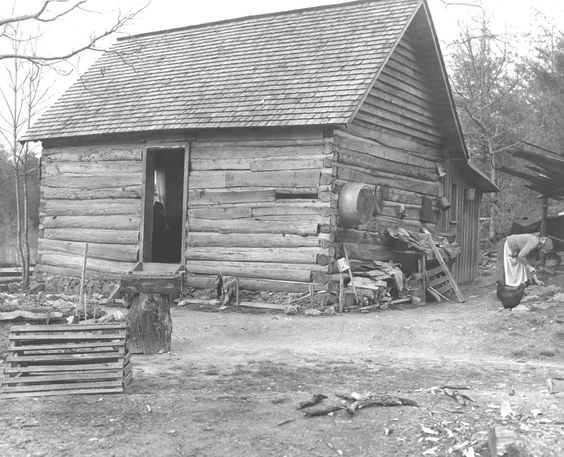 Mountain cabin near Tellico Plains, Monroe County, Tennessee -  Date unknown