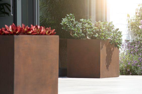 Πάνω από 25 κορυφαίες ιδέες για Blumenkübel fiberglas στο - pflanzkubel aus beton gestalterische highlights
