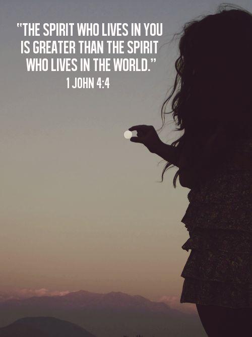 ''O Espírito que vive em vocês é maior do que o espírito que vive no mundo.'' 1 João 4:4 #Espiritualidade