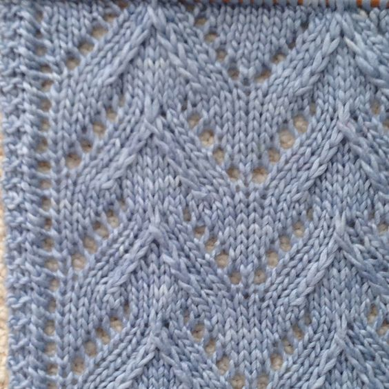Hatch Stitch Edge. Plus free pattern for Manchester Scarf pattern by Laura Cunitz: