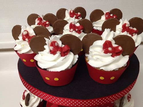 delectable-disney:    Mickey Mouse Themed Cupcakes (by The LucyLuPop Bakery)  Chocolate  Vanilla Cupcakes with ButterCream Frosting. All in a Mickey Mouse Theme. More info atwww.thelbakery.com food