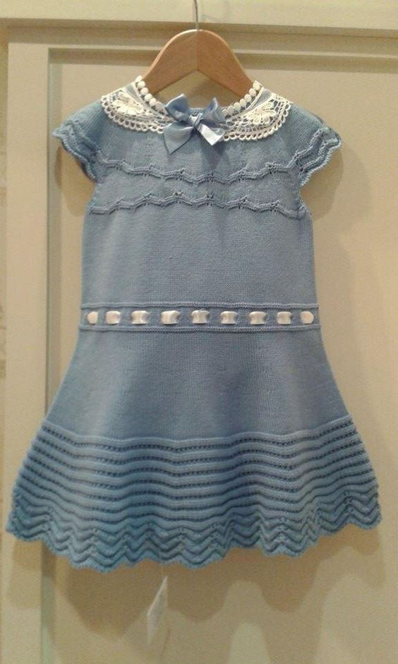 vestido en azul luna ,espalda encaje