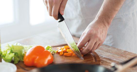 Aqui em casa eu ganhei a fama de cozinheira rápida e não foi à toa, faço uma comidinha delícia em 20 minutos. Como? Gente, a ideia é simples, é só ser organizado, deixar tudo à mão e analisar, ante…