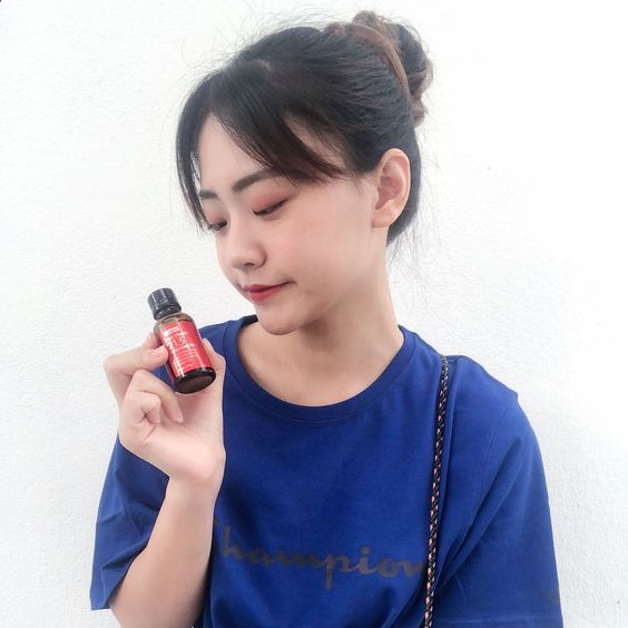 I have received this wishtrend c21.5 serum from Natta Cosme a month ago. As usual , I will only recommend good products for my followers .I use it at the last step of my basic skin care routine and gently massage it to my whole face. It do brighten and moisturize my face after applying this. It makes my skin look fresher and plumper ! Do give this product a try, you will definitely fall in love with this! 🔥😍