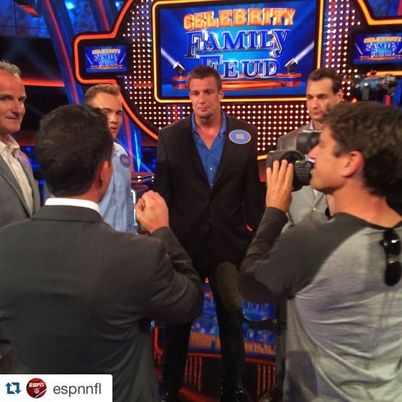 #Repost @espnnfl ・・・ The GRONK family on Celebrity Family Feud. What could possibly go wrong? #Patriots #FamilyFeud