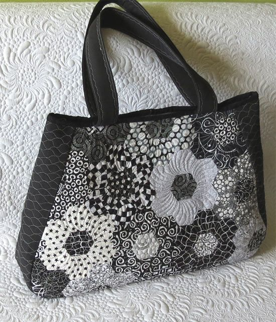 Large quilted travel bag made out of hexagon flowers/Geta's Quilting Studio