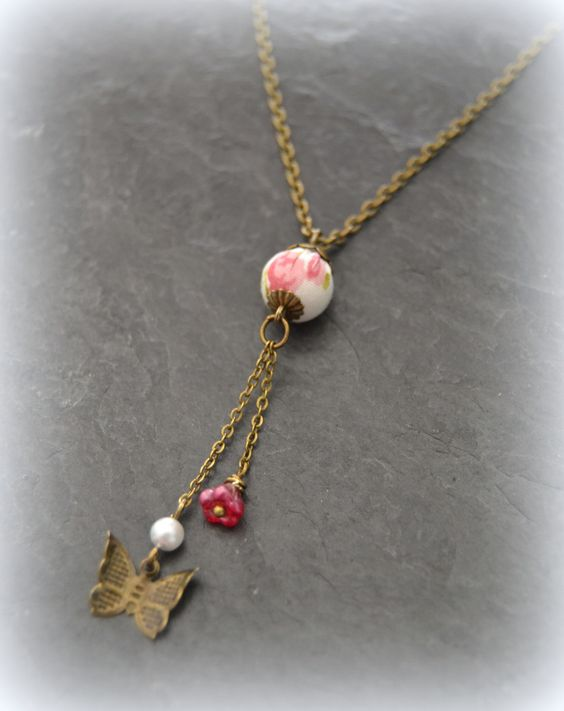 "Collier Liberty ""Nina"" rose et papillon : Collier par lounath-fantaisie-et-liberty"