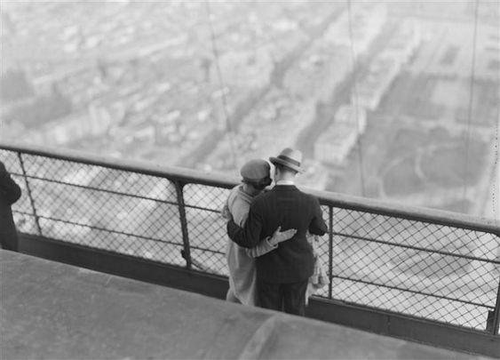 André Kertész, En haut de la Tour Eiffel [Up High in the Eiffel Tower, 1929.]