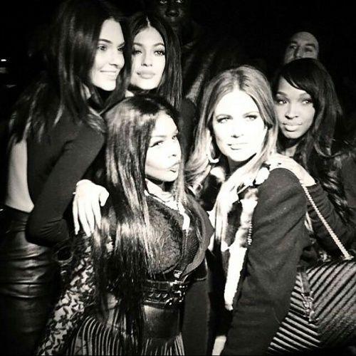 Imagen de keeping up with the kardashians, khloe kardashian, and kendall jenner