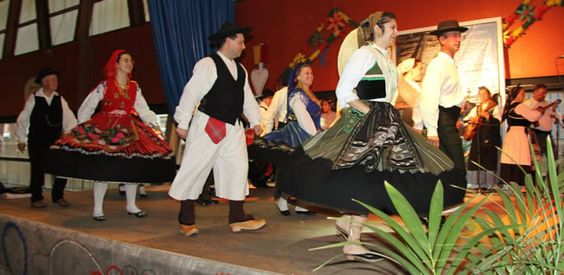 Cantares do Minho, Portuguese folkloric dance group. Love that olive Traje do Campo!