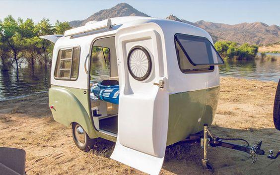 Farklı konfigürasyonlarda içeri veya dışarı kaydırılabilen modüller ile donatılan Happier Camper ayrıca orta boyuttaki otomobiller ve istasyon vagonları tarafından çekilebilecek kadar hafiftir.