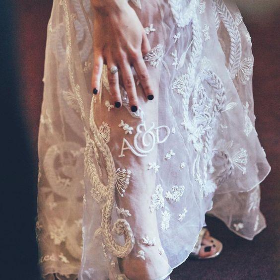 Ricami personalizzati su abito sposa 4